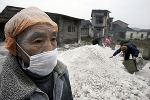On January 3, the Chinese Ministry of Agriculture announced that a highly pathogenic bird flu epidemic situation occurred in Liuyan Village, Yang town, Dazhu County, Sichuan province. The photo shows workers getting lime to spread on the ground to disinfect on January 4. (China Photos/Getty Images)