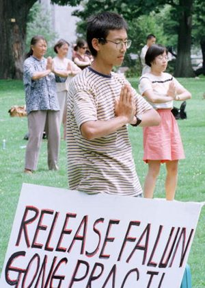 Falun Gong practitioners meditate outside the Capitol building in Washington, DC, asking for the release of practitioners in prison in China. (Alex Wong/Getty Images)