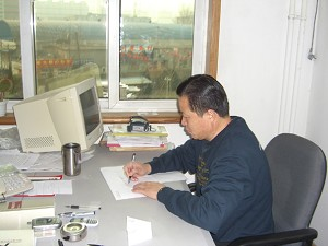 Attorney Gao Zhisheng works at his law firm on January 18, 2006 (The Epoch Times)