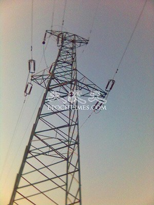 Electrical transmission towers near Dongzhou Village (The Epoch Times).