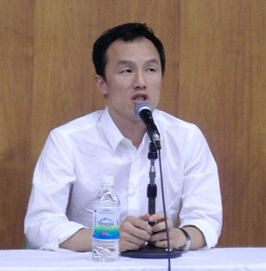 Song Yunfu speaks at the seminar in representative of the Life and Human Rights Watch for Repatriated North Koreans (The Epoch Times)