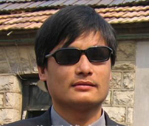 Demonstrators Protesting the House Arrest of Chen Guangcheng Clash with Police in Shandong