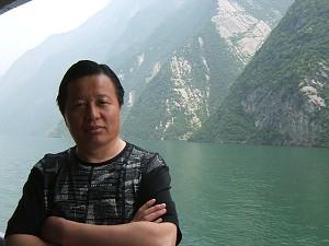Gao Zhisheng in a ferry sailing in the Changjiang River. (Ma Wendu)