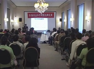 Mr. Xin Haonian giving a lecture in Frankfurt, Germany on the afternoon of May 25th, 2006 (The Epoch Times)