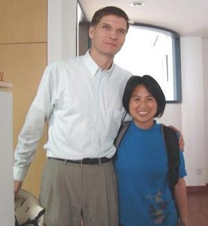 Li Xige (R) with a UNAIDS coordinator stationed in China, late May, 2006 (Hu Jia)