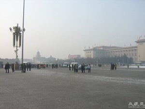 On New Year's morning, police cars scoured Tiananmen Square while armed officers interrogated and arrested protesters. (The Epoch Times)