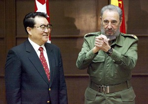 Li Changchun, member of the Chinese Politburo Standing Committee with Cuban leader Fidel Castro, July 7, 2003. (Rafael Perez/AFP/Getty Images)