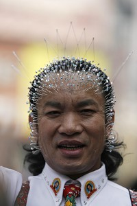 Wei Shengchu claimed to be documented in the Guinness Book of World Records by poking as many as 1790 needles into his body. (The Epoch Times)