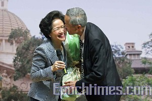 Archie Chan, Anson's husband congratulates his wife's victory. (Wu Lianyou/The Epoch Times)