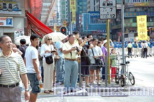 Many parade watchers filmed the event with video recorders and cameras. (Pan Jingqiao/The Epoch Times)