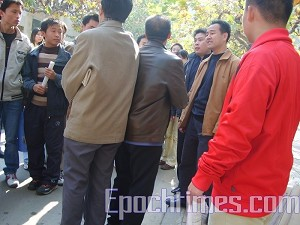 Plain-clothes police are interfering in Sun's campaign. (The Epoch Times)