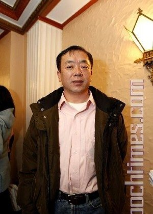 Mr. Liu Gang, a leader of the 1989 student democracy movement, saw Holiday Wonders at the Beacon Theatre in New York City on December 26. (Ma Youzhi/The Epoch Times)