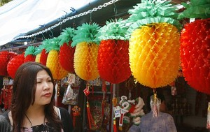 Singapore-Paper pineapples (wang-lai) symbolize the coming of prosperousness. (Roslan Rahman/AFP Photo)