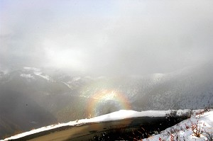 On October 20, 2005, Buddha's Light occurred on the snowy mountain of Yala, in Ganzi, Sichuan Province. (The Epoch Times)
