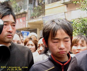 Family members of the victims were interviewed by the media. (Tianwang News)