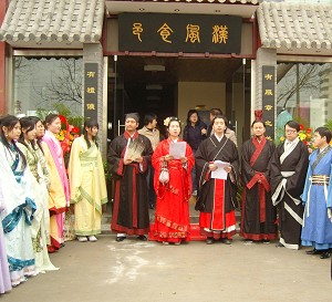 On March 24, Mr. Li Liang and Ms. Xiaofeng (red dress, in center), the owners of the Dynasty theme restaurant held a grand opening ceremony.
