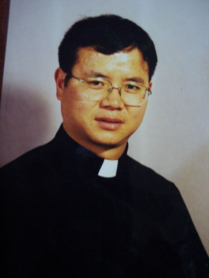 Shaan'xi Bishop Martin Wu, approved by the Vatican, was arrested and abused by local police for refusing to join a regime sponsored church organization. (Courtesy of a Catholic Parishioner)