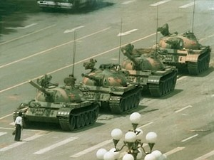 A demonstrator bravely faces down a column of tanks on Tiananmen Square. (wWikipedia)