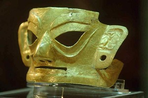 A gold mask excavated at the Jinsha relic site went on exhibition for the first time on June 9, 2007. (The Epoch Times)