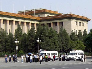 Police arrests demonstrators outside of the Great Hall of the People. (The Epoch Times)