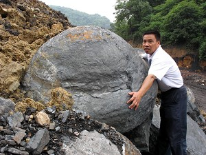 "On May 27, 2007, several dozen ""UFO"" shaped gangues were found in Shangrao County, Jiangxi Province. (The Epoch Times)"