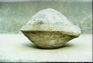 UFO stones were found in Badong County, Three Gorges Reservoir in 1999. (The Epoch Times)