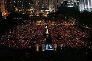 On the night of June 4, 2007, a candle vigil was held at Victoria Park, Hong Kong to observe the 18-year anniversary of the Tiananmen massacre. (The Epoch Times)