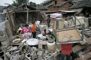 Disaster victims prepare lunch in their destroyed homes. (The Epoch Times)