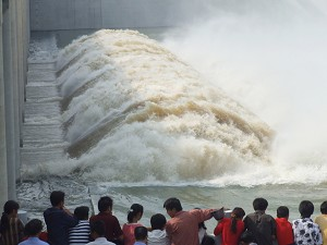 On July 11, sluice gates were opened at the Jiangtang Lake in Anhui Province, diverting a torrent towards flood buffer zones. (Epoch Times Archive)