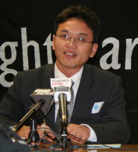 Former Chinese diplomat Chen Yonglin reveals a kidnapping by the Chinese regime of a New Zealand woman in 2005 at a press conference in Wellington, July 18, 2007. Chen defected from the Chinese Consulate-General in Sydney the same year. (The Epoch Times)
