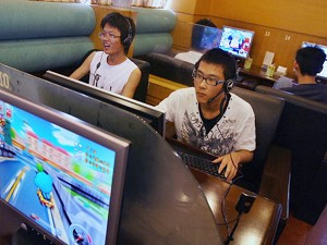 Chinese students play online computer games at an Internet café in Hangzhou, (Mark Ralston/AFP/Getty Images)