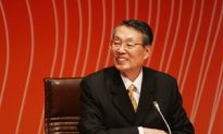 Hu Jintao Converses with Chen Shui-bian's Representative at APEC
