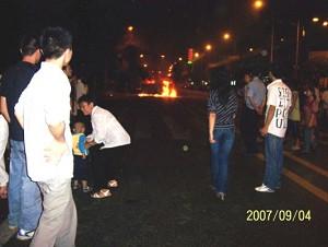 Chongching incident onlookers. (mtxsnow.net)