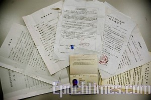 Documents that Wu Yalin brought with him.(Wang Renjun/The Epoch Times)