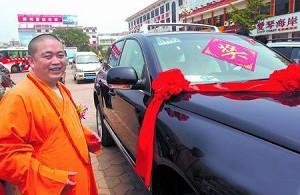 Shaolin Abbot Shi Yongxin was given a 4 wheel drive by local officials for 'contributions to tourism'. (Dajiyuan)