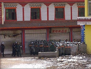 Police line up facing demonstrators in Amdo Labrang, Sangchu County, Gansu Province, Northeastern Tibet. (Phayul.com)