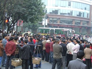 Around 20,000 people from Yubei District, Chongqing City were standing in front of the local Public Security Bureau. (Photo by a net surfer from mainland China)