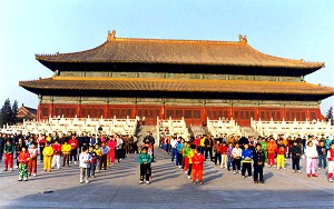 Beijing Falun Gong practitioners participated in group practice. These photos attest to the popularity of the practice before the persecution.