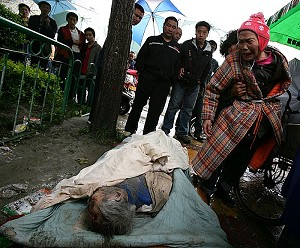 An elderly lady in Dujianyan weeps over her husband, killed by the earthquake. (China Photos/Getty Images)