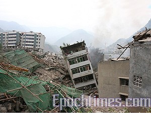 Buildings in Beichuan County, Sichuan, reduced to rubble. (The Epoch Times)