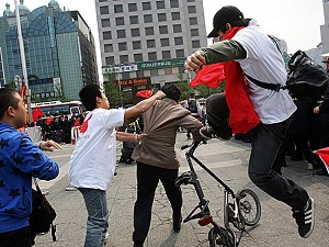 The violent behaviour of expat Chinese students in Korea, caused a diplomatic incident. (The Epoch Times}