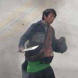 A Chinese Thai witnessed a Chinese policeman disguised as Tibetan holding a knife. (Sound of Hope)