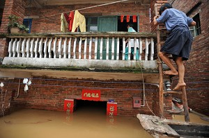 A flooded two-story house in Foshan, Guangdong province. (The Epoch Times)