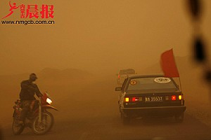 Inner Mongolia is hit hard by the dust storm. (nmgcb.com.cn)