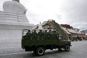 Chinese police officers patrol near the Potala Palace. (Guang Niu/Getty Images)