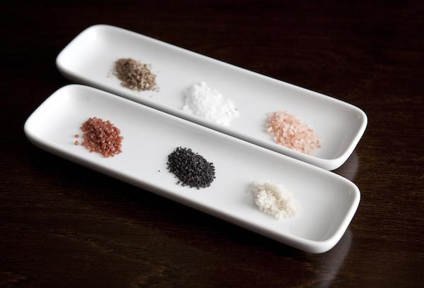 Sea salt tasting. (Samira Bouaou/Epoch Times)