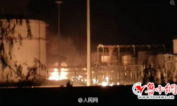 A photograph of the explosion and fire at a warehouse in a chemical plant in Zibo, Shandong, on Aug. 22. (Weibo.com)