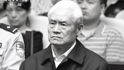 Former security czar Zhou Yongkang in a courtroom at the First Intermediate People's Court of Tianjin in Tianjin, China, on June 11, 2015. (AP)