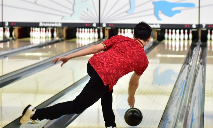 Otto Leung Yuk Fung delivers a bowl during his win in the Hong Kong Cup Masters at SCAA Bowling Centre, on Thursday August 27, 2015. (Bill Cox/Epoch Times)