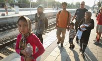 Migrants Defiant as Hungary Blocks Train Links for 2nd Day
